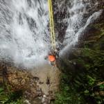 Каньонинг, или скалолазание наоборот — весело и мокро!